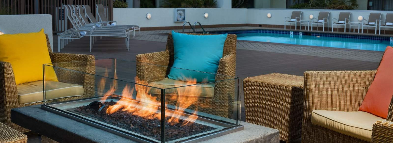 Sheraton Fisherman's Wharf Hotel - Outdoor Lobby with Fire Pits